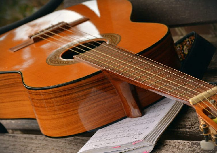Beneficios de tocar la guitarra