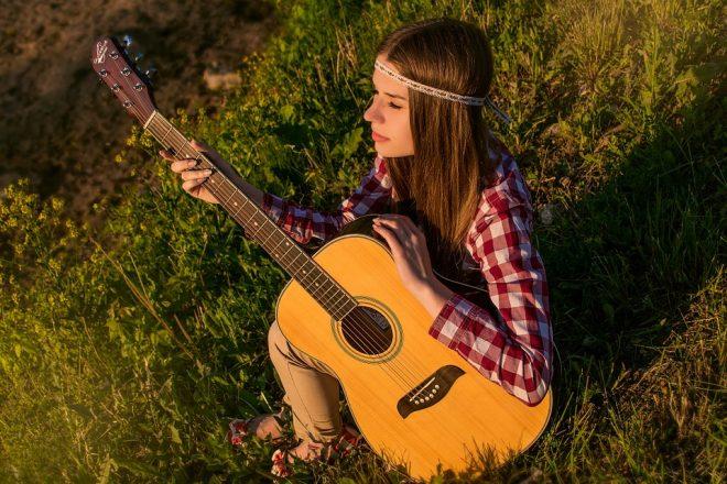 ¿De dónde surgió la guitarra?